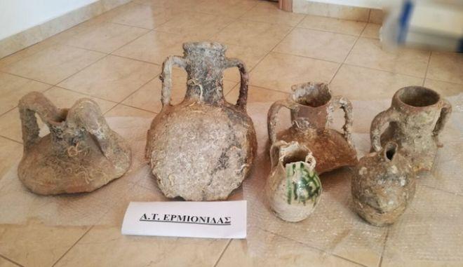 Αργολίδα: Ζευγάρι ηλικιωμένων στόλιζε το σπίτι του με αρχαία