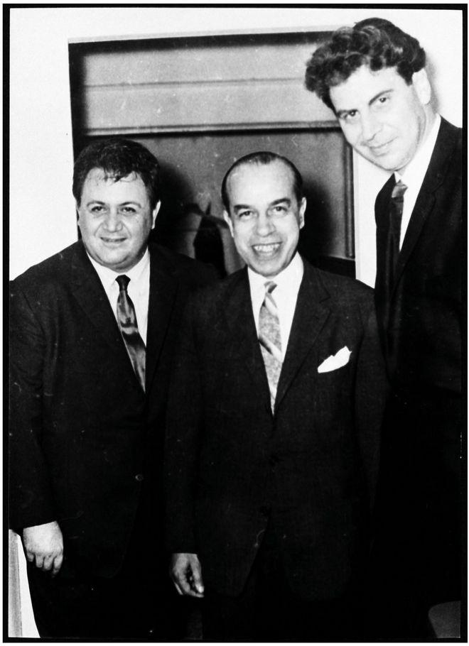 Μίκης Θεοδωράκης, Μάνος Χατζιδάκις, Μαρκεζίνης - Αρχές 1963 στο Θέατρο Κεντρικό - Ο Χατζιδάκις διευθύνει Stravinsky με τη ΜΟΑ (Μικρή Ορχήστρα Αθηνών)