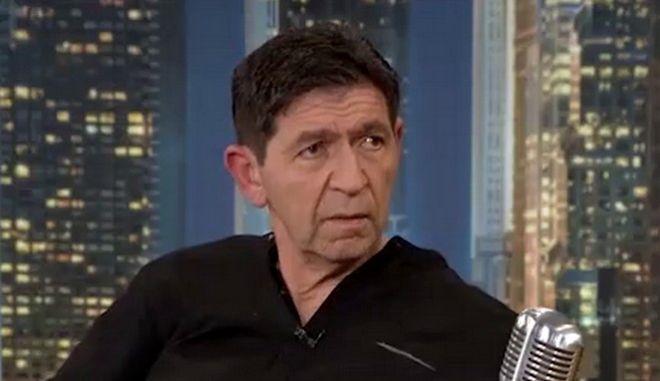 Σε μια τηλεοπτική συνάντηση με τον Γρηγόρη Αρναούτογλου, ο Γεράσιμος Σκιαδαρέσης μιλά μεταξύ άλλων, για την οικογένειά του, τις δυσκολίες του επαγγέλματος και την ανεργία που έχουν βιώσει.