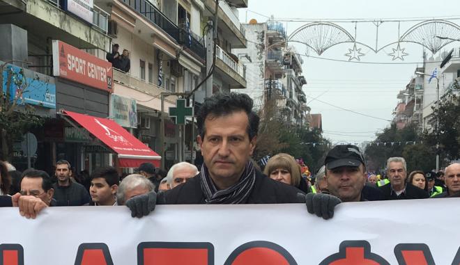 Ο Δημήτρης Κιηγμάς, εξάδελφος μαζί με φίλους και κατοίκους της Ορεστιάδας, αποφάσισαν την 25η Μαρτίου να παρελάσουν με πανό αλληλεγγύης στους δύο Έλληνες στρατιωτικούς