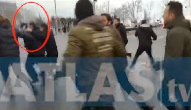 Θεσσαλονίκη: Επιτέθηκαν στον Κώστα Ζουράρι στο συλλαλητήριο
