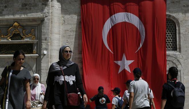 Η πτώση της λίρας φέρνει πανικό και απόγνωση στην Τουρκία