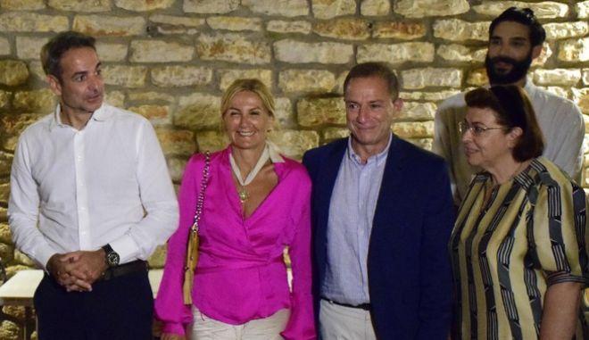 Ο Κυριάκος Μητσοτάκης και η σύζυγος του Μαρέβα, μαζί με τον Δημήτρη Λιγνάδη και τη Λίνα Μενδώνη