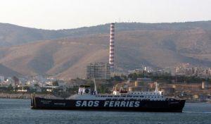 Πλοίο πλέει ακυβέρνητο στον Πειραιά - Παρασύρθηκε από τους ισχυρούς ανέμους