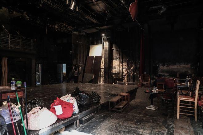 Σφραγίστηκε το θέατρο «Εμπρός»