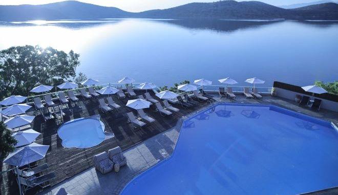Εξαγοράστηκε και το Elounda Blu από την Hotel Investment Partners