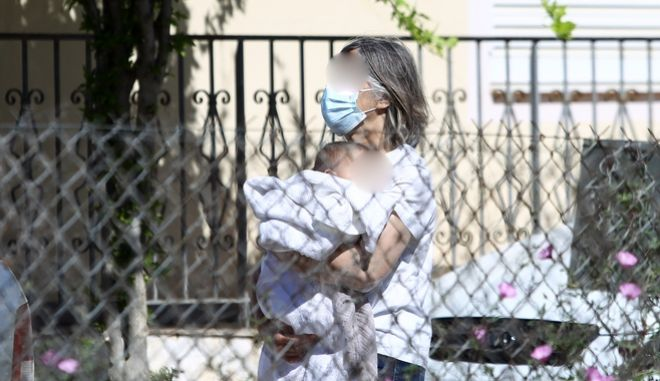 Μεταφορά της μικρής Λυδίας από το σπίτι στα Γλυκά Νερά στις 11 Μαϊου.