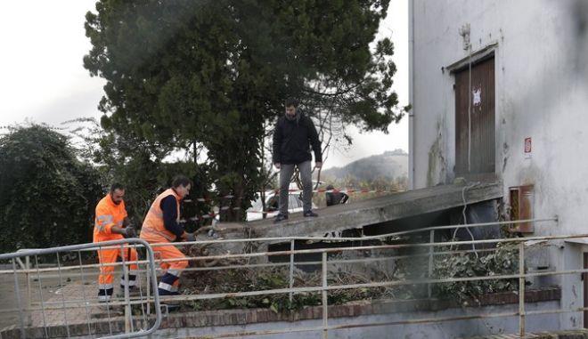 Αστυνομικοί στην ντισκοτέκ σε πόλη της Ανκόνα όπου σκοτώθηκαν έξι άνθρωποι