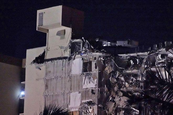 Μαϊάμι: Η στιγμή της κατάρρευσης του 12ώροφου κτιρίου - Ενας νεκρός, δεκάδες αγνοούμενοι