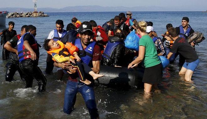 Σύσκεψη στο Μαξίμου για το προσφυγικό - Κατακόρυφη η αύξηση των ροών στα νησιά του Β.Αιγαίου