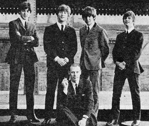 Πέθανε ο μουσικός παραγωγός των Beatles, George Martin