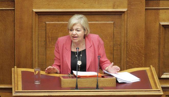 Η Χρυσούλα Γιαταγάνα στο βήμα της Βουλής