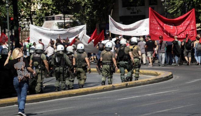 Απεργιακή συγκέντρωση και πορεία από την ΑΔΕΔΥ και το Εργατικό Κέντρο της Αθήνας. (ΑΡΧΕΙΟ)