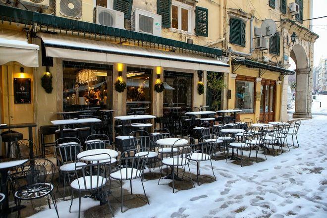 Στιγμιότυπο από την χιονισμένη Κέρκυρα, μετά από 13 χρόνια.