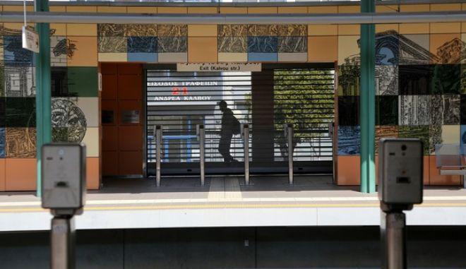 Στάση εργασίας των εργαζομένων σε Μετρό και ΗΣΑΠ, από τις 11:00 έως τις 14:00, την Πέμπτη 19 Μαρτίου 2015. Αίτημα των εργαζομένων είναι η απόσυρση των καινούργιων συρμών 3ης σειράς του Μετρό της Αθήνας, που παρουσιάζουν προβλήματα τα οποία πέραν της αναστάτωσης των δρομολογίων, θέτουν σε κίνδυνο αυτό που λέγεται «Ασφάλεια Σιδηροδρόμου» (προσωπικό, επιβάτες, εξοπλισμός). Όπως επίσης, τεράστια δυσλειτουργία παρουσιάζουν και οι οθόνες ελέγχου αποβίβασης β επιβίβασης επιβατών στις καμπίνες ηλεκτροδήγησης στους συρμούς του Ηλεκτρικού. (EUROKINISSI/ΓΕΩΡΓΙΑ ΠΑΝΑΓΟΠΟΥΛΟΥ)