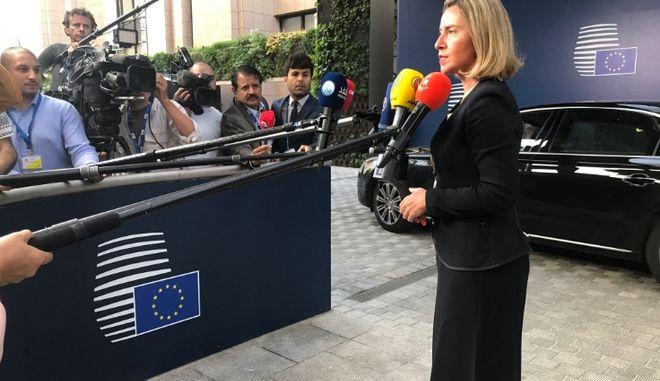 Η ΕΕ βλέπει πρόοδο στις συζητήσεις μεταξύ πΓΔΜ και Αθήνας