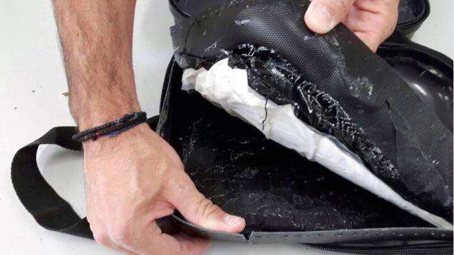 Έκρυβε ενάμιση κιλό καθαρή κοκαΐνη μέσα στο νεσεσέρ των καλλυντικών της