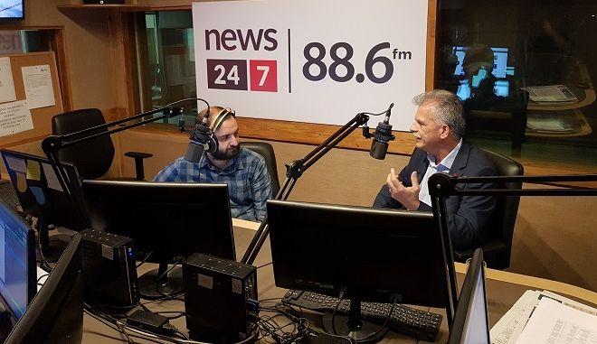 Ο Σπύρος Δανέλλης στο στούντιο του News 24/7 στους 88,6