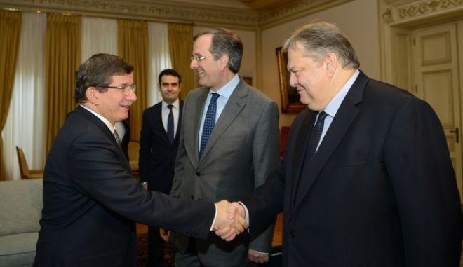 """Βενιζέλος σε Νταβούτουγλου: Η Ελλάδα δεν αναγνωρίζει τη λεγόμενη """"τουρκική δημοκρατία της βορείου Κύπρου"""""""