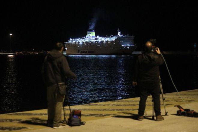 Το Ελευθεριος Βενιζέλος στο λιμάνι του Πειραιά