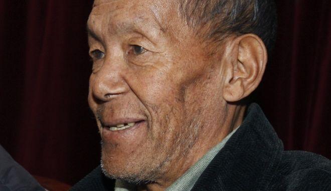 Ο Σέρπα Ang Rita κατά τη διάρκεια συνέντευξης τύπου (2009) στο Κατμαντού του Νεπάλ. Ο βετεράνος οδηγός Σέρπα ήταν το πρώτο άτομο που ανέβηκε στο Έβερεστ 10 φορές πέθανε σε ηλικία 72 ετών.