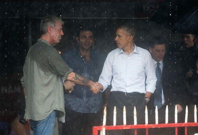 Ο Άντονι Μπουρντέν με τον Μπαράκ Ομπάμα στο Ανόι του Βιετνάμ, το Μάιο του 2016