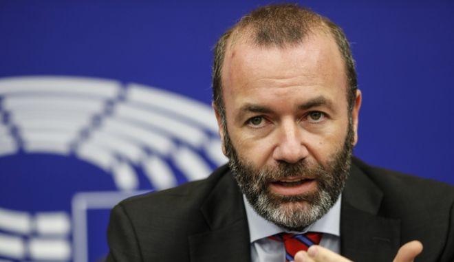 Ο επικεφαλής της κοινοβουλευτικής ομάδας του ΕΛΚ Μάνφρεντ Βέμπερ