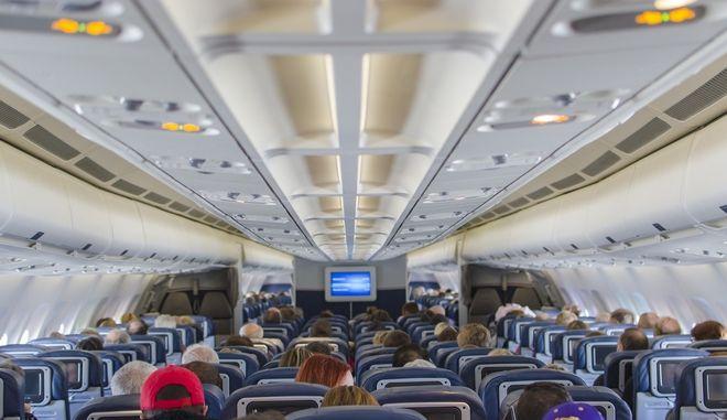 Διχασμένοι οι ταξιδιώτες για δυνατότητα κλήσεων κατά τη διάρκεια πτήσεων