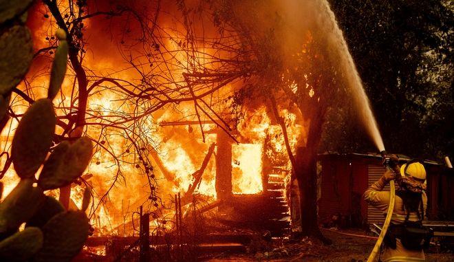 Φωτιές στη Νότια Καλιφόρνια