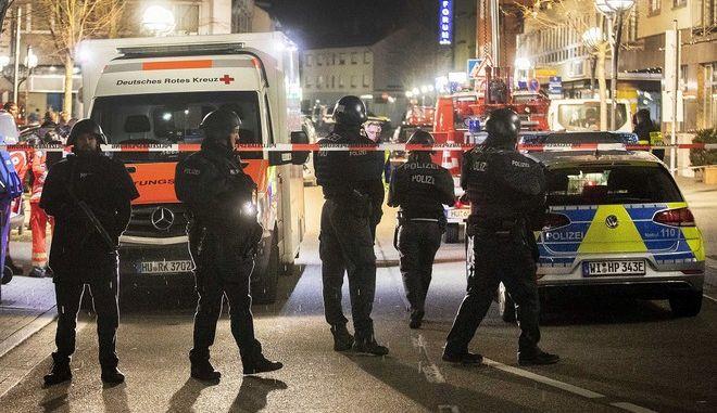 Πυροβολισμοί στο Χανάου: Οκτώ νεκροί και έξι τραυματίες από τις επιθέσεις σε μπαρ