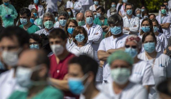Γιατροί και νοσηλευτές