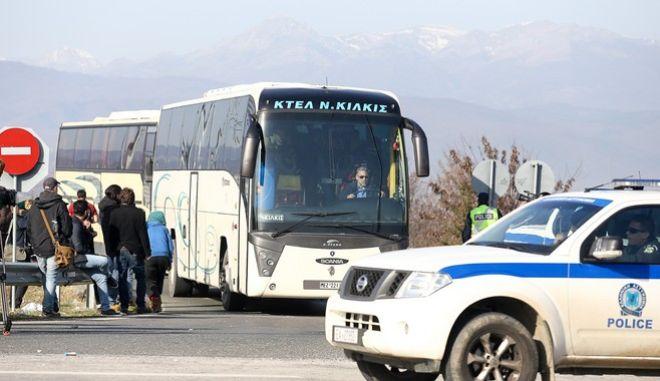 Στην Αθήνα μεταφέρονται οι Αφγανοί πρόσφυγες από την Ειδομένη