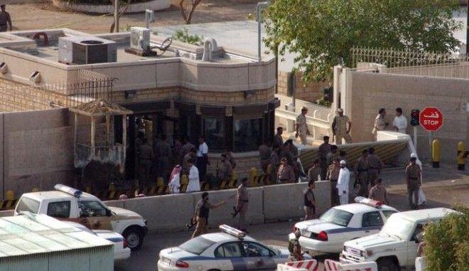 Επίθεση καμικάζι στο αμερικανικό προξενείο στην Τζέντα. Νεκρός ο δράστης