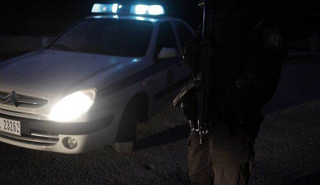Αστυνομικοί έχουν αποκλείσει την διασταύρωση των οδών Μερκούρη Δ. και Ασκληπιού στην Αναβύσσο όπου το απόγευμα το Σαββατου 3 Ιανουαρίου 2015, συνελλήφθει ο Χριστόδουλος Ξηρός. (EUROKINISSI/ΓΙΩΡΓΟΣ ΚΟΝΤΑΡΙΝΗΣ)