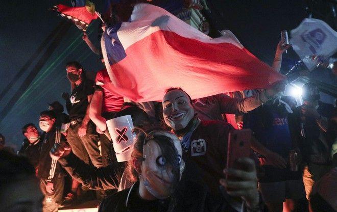 Πανηγυρισμοί για το αποτέλεσμα στη Χιλή