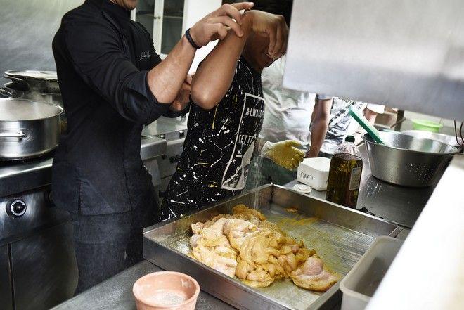 Ένας Master Chef στην κουζίνα με τα παιδιά της