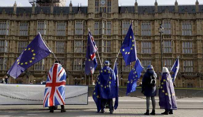 Διαμαρτυρία υποστηρικτών της παραμονής της Βρετανίας στην ΕΕ μπροστά από τη βουλή των αντιπροσώπων, Ιανουάριος 2018