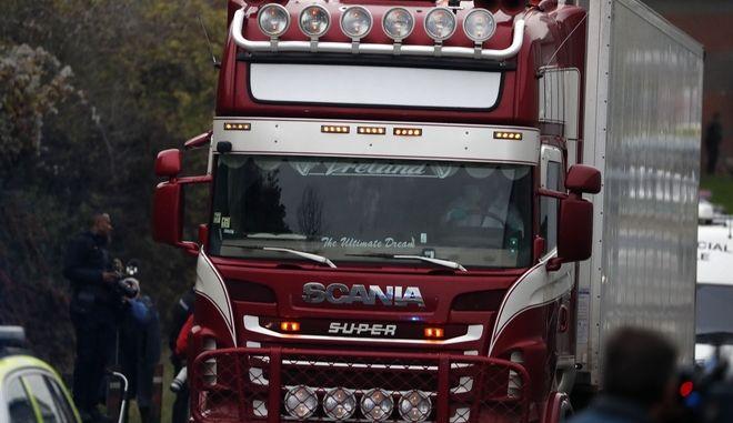 Το φορτηγό μέσα στο οποίο βρέθηκαν 39 νεκροί άνθρωποι στο Έσσεξ Βρετανίας