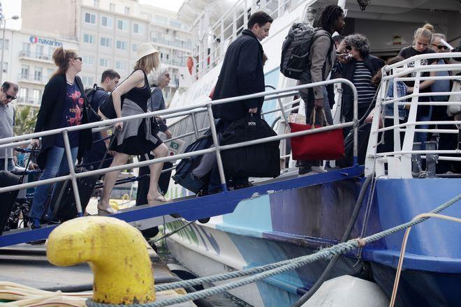 Εκδρομείς στο λιμάνι του Πειραιά