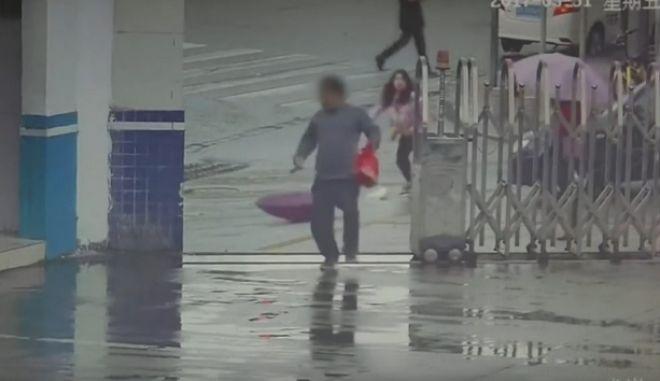 Βίντεο: Ο απόλυτος ερασιτέχνης, ο πιο 'χαζός' κλέφτης