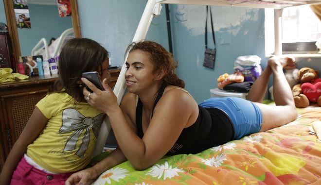 Η Ντένια Ζελάγια είναι μια περίπτωση μετανάστη κατάφερε να επανενωθεί με τις κόρες της από την Ονδούρα και πλέον ζουν μαζί στο Μαϊάμι