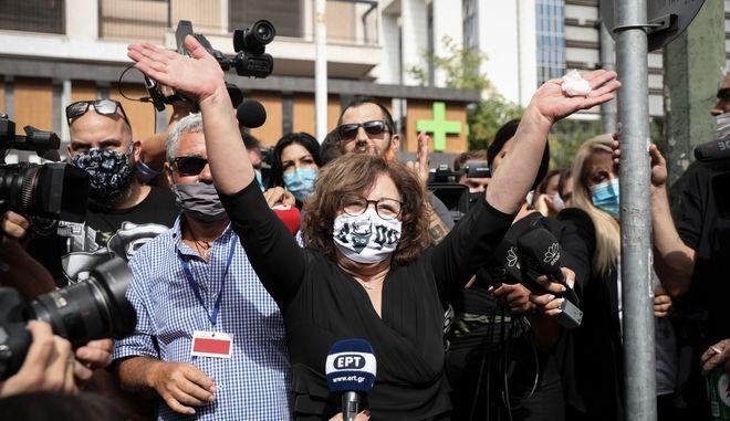 Δηλώσεις Μάγδας Φύσσα, αφότου βγήκε από το δικαστήριο που έκρινε την Χρυσή Αυγή ως εγκληματική οργάνωση