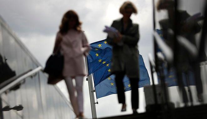 Βρυξέλλες: Έξω από τα γραφεία της Commission.
