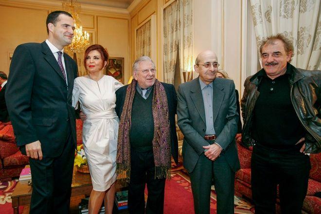 Ο ηθοποιός Κώστας Βουτσάς με ανθρώπους του πολιτισμού