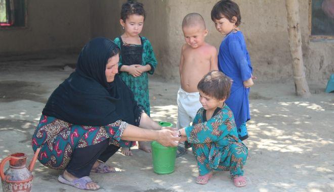Στο Αφγανιστάν το πλύσιμο των χεριών σώζει ζωές
