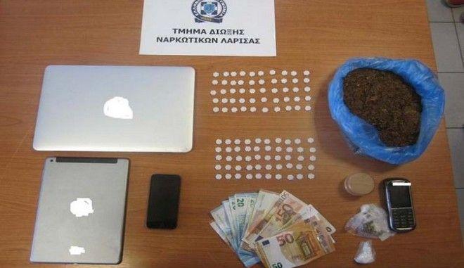 Λάρισα: Χειροπέδες σε 25χρονο που έλαβε ταχυδρομικώς 100 δισκία 'ecstasy'