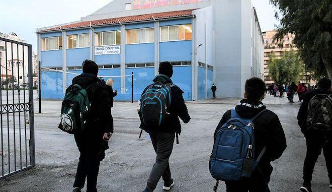 """Σχολεία: Ανοίγουν σήμερα γυμνάσια και λύκεια- Τι ισχύει στις """"κόκκινες"""" περιοχές"""