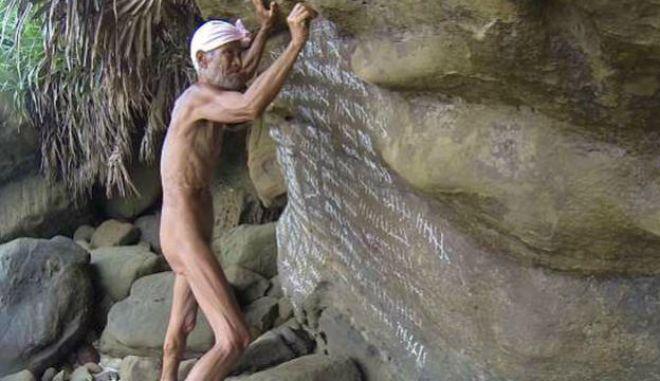 """Ο Μασαφούμι Ναγκασάκι, ο """"γυμνός ερημίτης"""" από την Ιαπωνία που έζησε 29 χρόνια στην απομόνωση ενός ερημικού νησιού"""