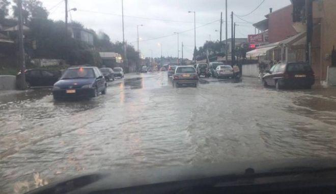 Κέρκυρα: Μεγάλα προβλήματα από την κακοκαιρία - Κλειστοί δρόμοι και κατολισθήσεις