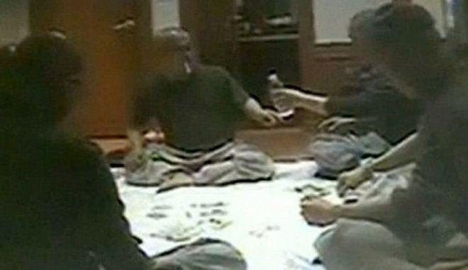 Μοναχοί βουδιστές... παίζουν πόκερ!